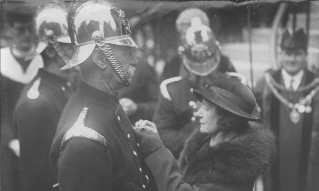 Lady Mayoress Dascombe decorates Lt. Hardy